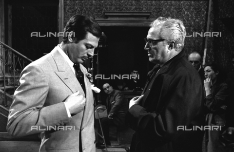 "SFA-F-000220-0000 - Marcello Mastroianni e Vittorio De Sica in ""Matrimonio all'italiana"" di Vittorio De Sica, 1964 - Data dello scatto: 1964 - Shaw Family Archives © Alinari"