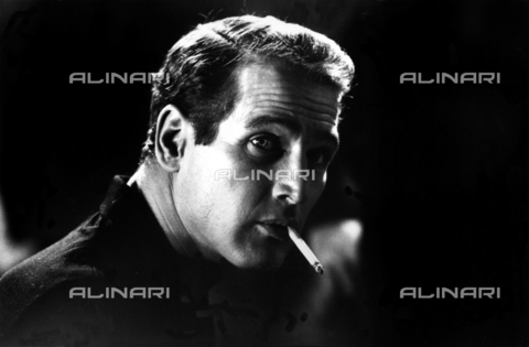 "SFA-F-000227-0000 - Paul Newman durante le riprese del film ""Paris Blues"" di Martin Ritt, Parigi, 1960 - Data dello scatto: 1960 - Shaw Family Archives © Alinari"