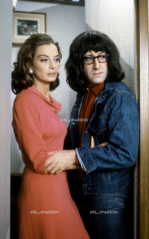 "SFA-F-000230-0000 - Capucine e Peter Sellers in una scena del film ""Ciao Pussycat"" di Clive Donner; Parigi, 1964 - Data dello scatto: 1964 - Shaw Family Archives © Alinari"