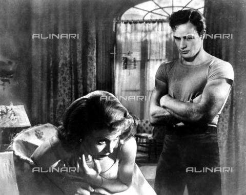 """SFA-F-000239-0000 - Vivien Leigh e Marlon Brando in una scena del film """"IUn tram chiamato desiderio"""" di Elia Kazan, California, 1951 - Data dello scatto: 1951 - Shaw Family Archives © Alinari"""