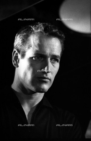 "SFA-F-000246-0000 - Paul Newman durante le riprese del film ""Paris Blues"" di Martin Ritt, Parigi, 1960 - Data dello scatto: 1960 - Shaw Family Archives © Alinari"