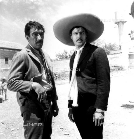 """SFA-F-000248-0000 - Anthony Quinn e Marlon Brando nel ruolo di Emiliano Zapata in una scena del film """"Viva Zapata"""" di Elia Kazan, Messico, 1951 - Data dello scatto: 1951 - Shaw Family Archives © Alinari"""