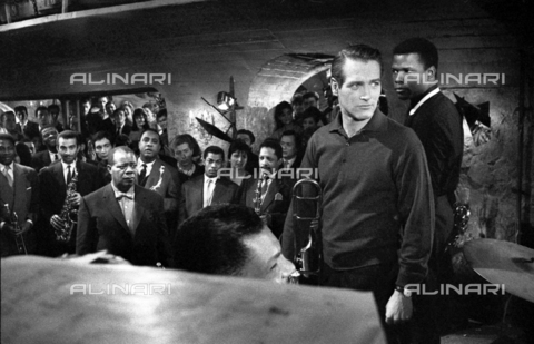 "SFA-F-000256-0000 - Paul Newman, Louis Armstrong durante le riprese del film ""Paris Blues"" di Martin Ritt, 1960 - Data dello scatto: 1960 - Shaw Family Archives © Alinari"