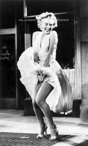 """SFA-F-000260-0000 - L'attrice Marilyn Monroe sul set del film """"Quando la moglie è in vacanza"""" - Data dello scatto: 1954 - Shaw Family Archives © Alinari"""