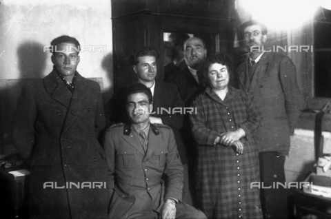 TCA-F-001018-0000 - Antonio Trombetta jr. with the family of Luigi Pasquale - Data dello scatto: 1940 - Archivi Alinari, Firenze