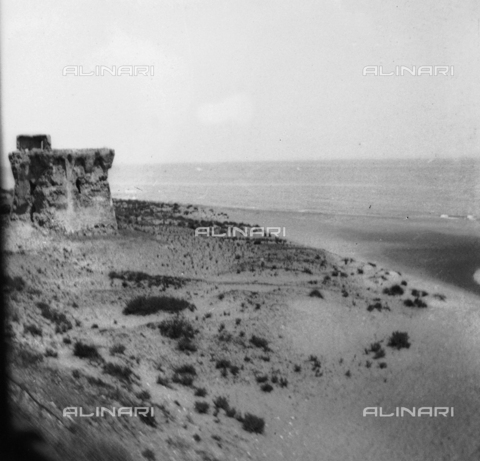 TCA-F-001743-0000 - The tower of Termoli near the river Sinarca - Data dello scatto: 1870 - Archivi Alinari, Firenze