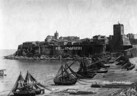 TCA-F-001747-0000 - The Borgo Antico and the beach of Termoli - Data dello scatto: 1928 - Archivi Alinari, Firenze