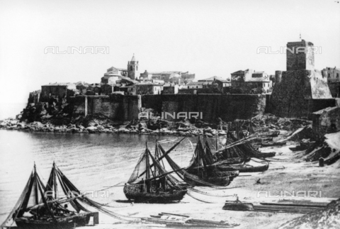 TCA-F-001944-0000 - The Borgo Antico and the beach of Termoli - Data dello scatto: 1920 - Archivi Alinari, Firenze