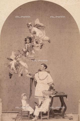 TCA-F-00238V-0000 - Rappresentazione sacra sui Misteri: San Crispino - Data dello scatto: 1874 - Archivi Alinari-donazione Trombetta, Firenze