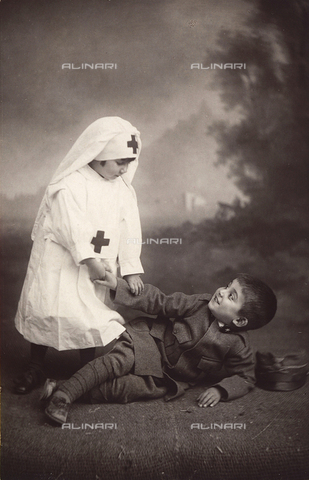 TCA-F-00256V-0000 - Anna and Antonio Trombetta masked as a nurse and a soldier
