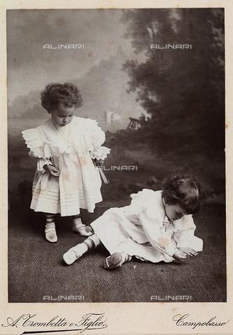 TCA-F-00268V-0000 - Ritratto di due bambine - Data dello scatto: 1910 ca. - Archivi Alinari-donazione Trombetta, Firenze