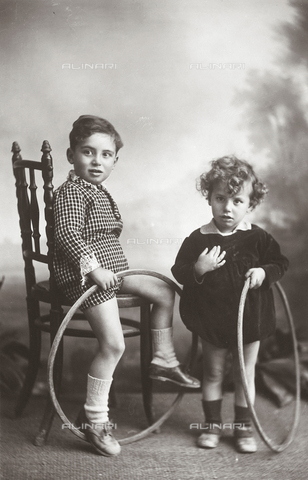 TCA-F-00344V-0000 - A couple of children with hoops