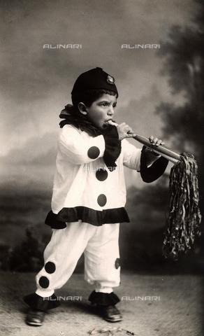 TCA-F-00364V-0000 - Portrait of a little boy in a Pierrot costume