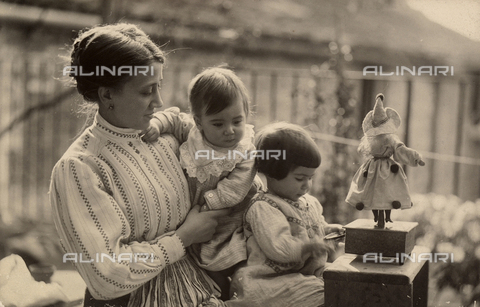 TCA-F-00365V-0000 - Woman with babies and doll