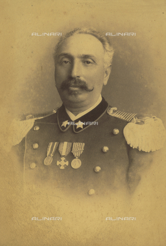 TCA-F-00458V-0000 - Portrait of a man with a mustache in military uniform and decorations - Data dello scatto: 1870-1880 - Archivi Alinari, Firenze