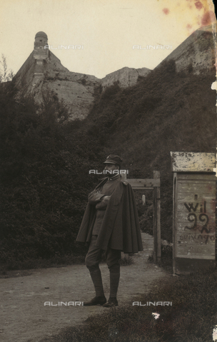 TCA-F-00507V-0000 - Portrait of Alfredo Trombetta in uniform on a path that leads to a fortification - Data dello scatto: 1916 - Archivi Alinari, Firenze