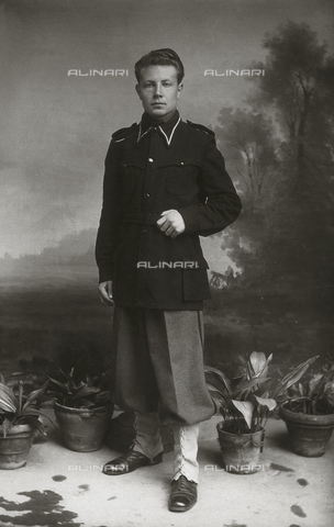 TCA-F-00528V-0000 - Portrait of Peppino Colavecchio in uniform fascist - Data dello scatto: 1939 - Archivi Alinari, Firenze