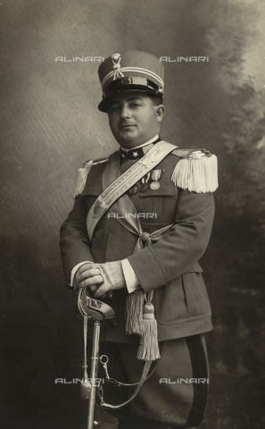 TCA-F-00555V-0000 - Portrait of violin teacher Vincenzo Furia in military uniform with decorations and sword - Data dello scatto: 1930 - Archivi Alinari, Firenze