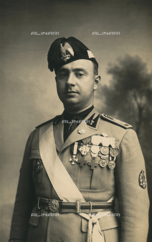TCA-F-00561V-0000 - Portrait of the lawyer Cesare Bevilacqua in military uniform decorated with medals fascist - Data dello scatto: 1927 - Archivi Alinari, Firenze