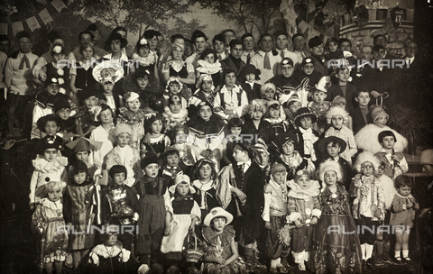 TCA-F-00844V-0000 - Group of masked children and young people in the social theater of Campobasso for the pro Asylum of Mendicity - Data dello scatto: 1929 - Archivi Alinari, Firenze