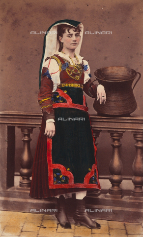 TCA-F-01019V-0000 - Costume di Macchiagodena - Data dello scatto: 1870 ca. - Archivi Alinari-donazione Trombetta, Firenze
