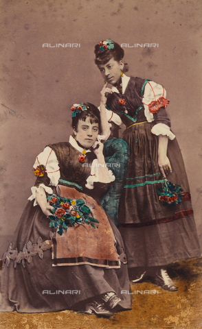 TCA-F-01063V-0000 - Costumi di Riccia - Data dello scatto: 1870 ca. - Archivi Alinari-donazione Trombetta, Firenze
