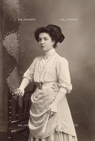 TCA-F-01379V-0000 - Ritratto femminile - Data dello scatto: 1900 ca. - Archivi Alinari-donazione Trombetta, Firenze