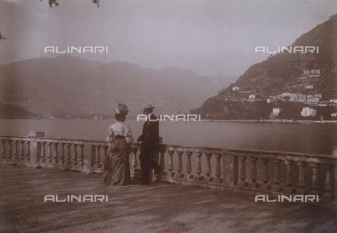 """TCA-F-01426V-0000 - """"Sul lago di Como"""" - Data dello scatto: 09/1906 - Archivi Alinari-donazione Trombetta, Firenze"""