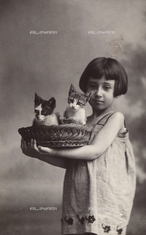 TCA-F-0282AV-0000 - Portrait of a girl with two cats