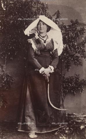 TCA-F-0979BV-0000 - Costume di Bojano - Data dello scatto: 1870 ca. - Archivi Alinari-donazione Trombetta, Firenze
