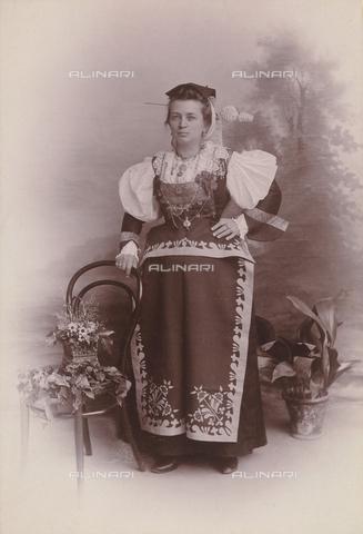 TCA-F-1033AV-0000 - Costume di Frosolone - Data dello scatto: 1890 ca. - Archivi Alinari-donazione Trombetta, Firenze