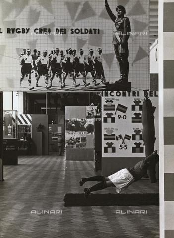 TCC-F-004825-0000 - Allestimenti con fotomontaggi alla mostra nazionale dello sport, Triennale di Milano - Data dello scatto: 1935 - Touring Club Italiano/Gestione Archivi Alinari