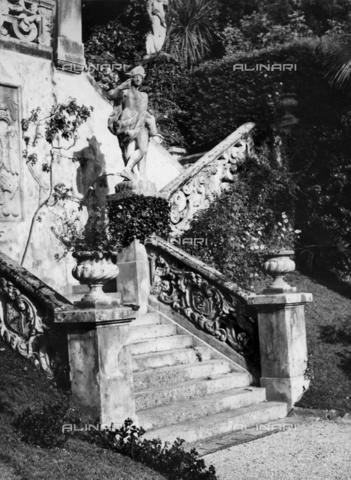TCC-F-018090-0000 - A stairway in the garden of Villa Monastero - Date of photography: 1953-1954 - Touring Club Italiano/Alinari Archives Management