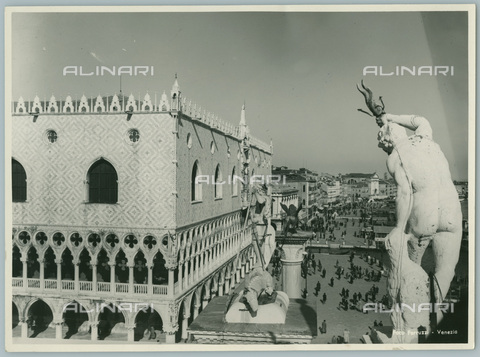 TCD-F-003575-0000 - Venice, Ducal Palace seen from the Marciana Library, 1950 - Touring Club Italiano/Alinari Archives Management