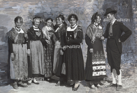 TCE-F-002444-0000 - Dress attire from the valley of Tesino in Trention - Data dello scatto: 1930-1940 ca. - Touring Club Italiano/Alinari Archives Management