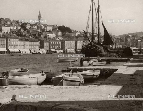 TCF-F-001008-0000 - Veduta di Lussino e del porto - Data dello scatto: 1930 ca. - Touring Club Italiano/Gestione Archivi Alinari