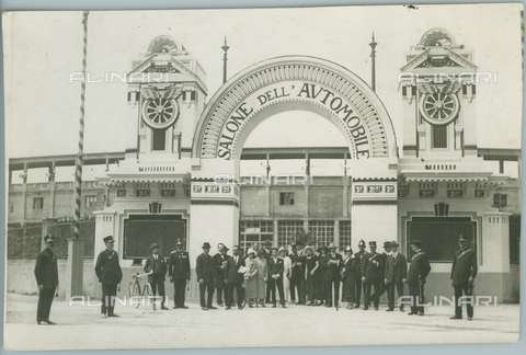 TCI-F-A03840-0000 - europa, italia, torino, salone internazionale dell'automobile, ingresso dell'esposizione, 1910 1920 - Touring Club Italiano/Gestione Archivi Alinari