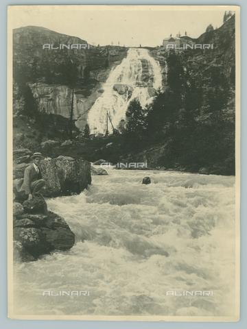 TCI-F-A04583-0000 - europa, italia, piemonte, val formazza, la cascata del foce, 1920 1930 - Touring Club Italiano/Gestione Archivi Alinari