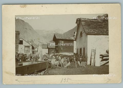 TCI-F-A04659-0000 - europa, italia, piemonte, riale in val formazza, la messa, 1910 - Touring Club Italiano/Gestione Archivi Alinari