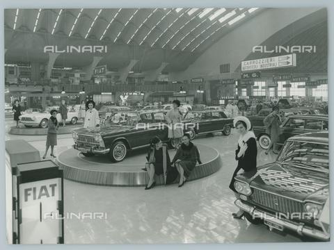 TCI-F-A11055-0000 - europa, italia, piemonte, torino, salone dell'automobile, stand della fiat, 1963 - Touring Club Italiano/Gestione Archivi Alinari