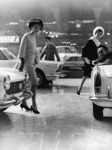 TCI-F-A11060-0000 - europa, italia, piemonte, torino, salone dell'automobile, stand della fiat, 1963 - Touring Club Italiano/Gestione Archivi Alinari