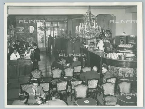 TCI-F-A11104-0000 - europa, italia, piemonte, torino, caffè torino, ottocentesco caffè pasticceria, 1963 - Touring Club Italiano/Gestione Archivi Alinari
