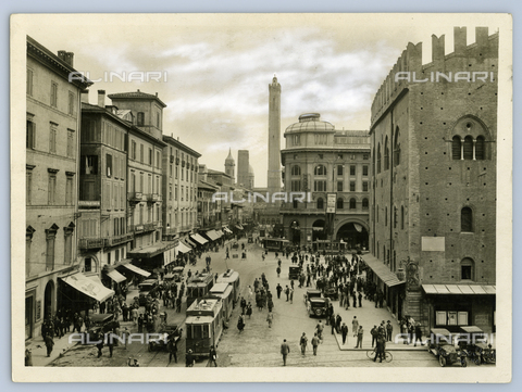 TCI-F-I00215-0000 - la via rizzoli, bologna, emilia romagna, 1920 1930 - Touring Club Italiano/Gestione Archivi Alinari