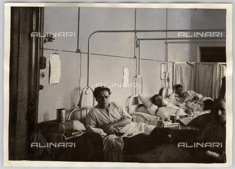 TCI-S-000029-AR09 - emigrazione, minatori italiani ricoverati in un ospedale francese, 1949 - Touring Club Italiano/Gestione Archivi Alinari