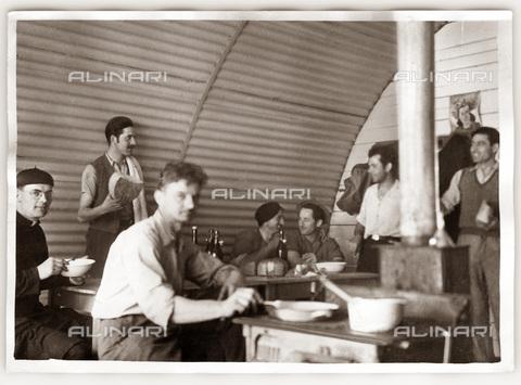 TCI-S-000030-AR09 - emigrazione, belgio, charleroi, baracca di lavoratori italiani, 1949 - Touring Club Italiano/Gestione Archivi Alinari