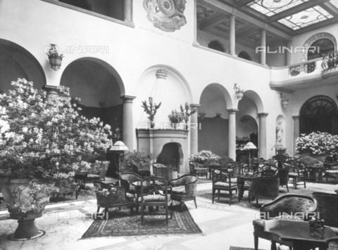TCI-S-000478-AR08 - Hall del Grand Hotel a Firenze - Data dello scatto: 1920 ca. - Touring Club Italiano/Gestione Archivi Alinari