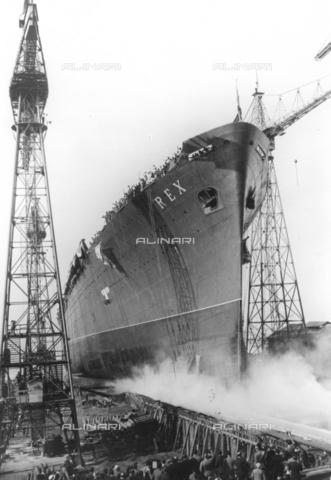 TCI-S-002476-AR03 - Varo del transatlantico Rex a Genova - Data dello scatto: 1931 - Touring Club Italiano/Gestione Archivi Alinari