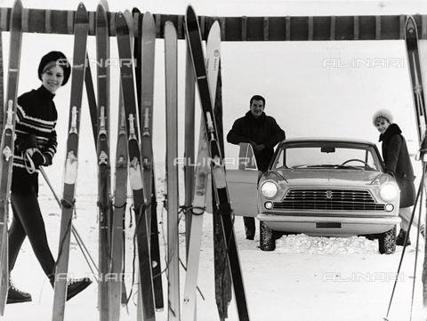 TCI-S-004097-AR03 - Fiat Coupe 2300 - Data dello scatto: 1960 ca. - Touring Club Italiano/Gestione Archivi Alinari