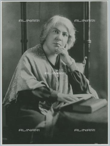 TCI-S-005298-AR11 - La scrittrice italiana premio Nobel Grazia Deledda (1873-1936) - Data dello scatto: 1964 - Touring Club Italiano/Gestione Archivi Alinari