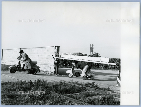 TCI-S-011778-AR03 - dangerous crossing at a level crossing in the province of Bolzano, 1962 - Touring Club Italiano/Alinari Archives Management